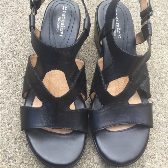 531e55359d67 Women s Naturalizer Black Leather Sandals Size 9M.  M 5ac7b8eaa6e3eabcf0965168